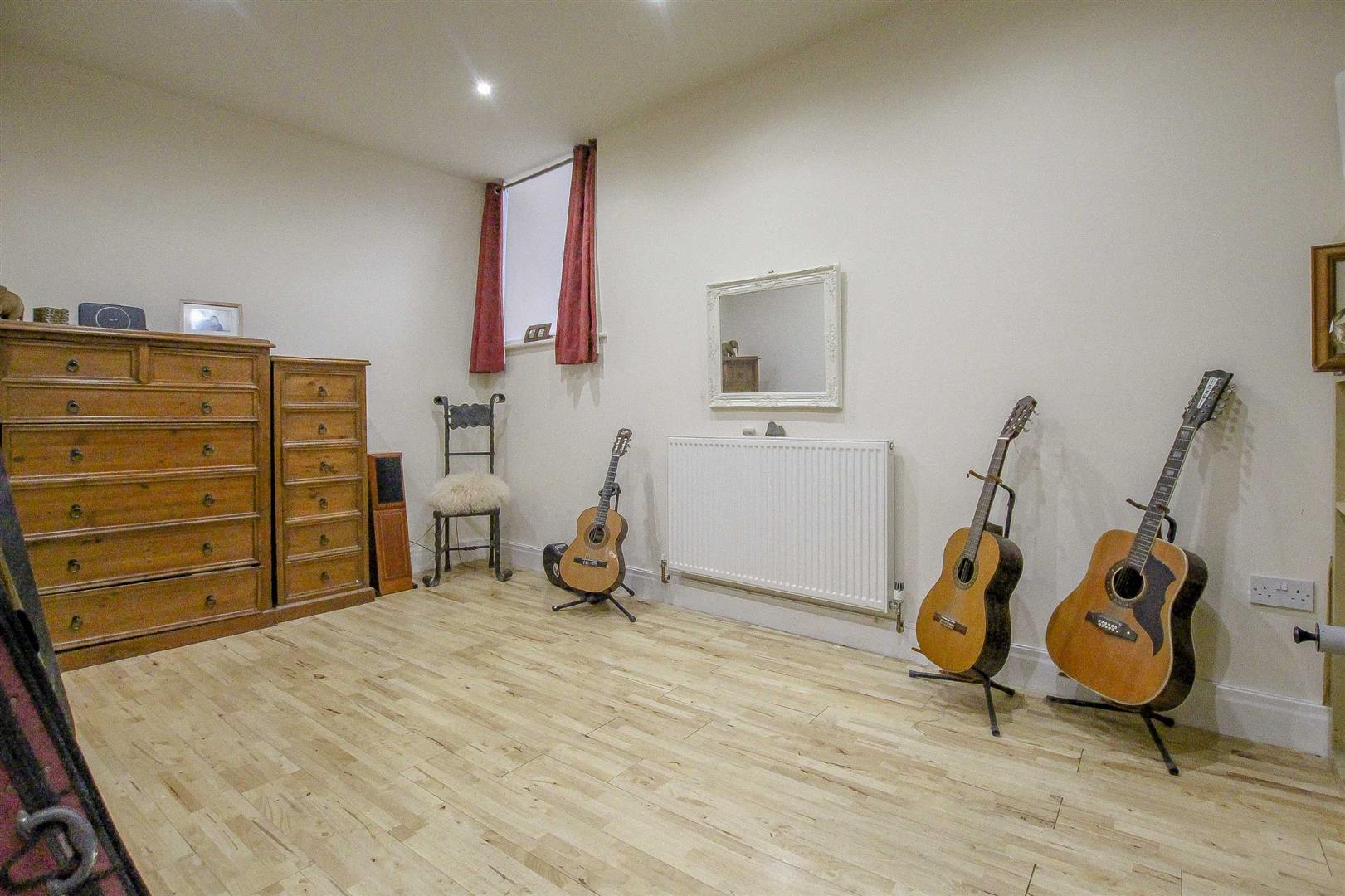 5 Bedroom Detached House For Sale - Image 57